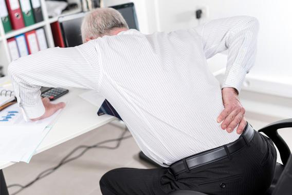 脚・腰の不調を防ごう!デスクで簡単ストレッチ