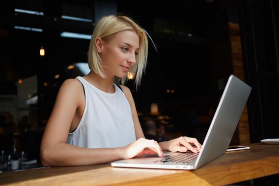 社内パソコンを社外で操作できれば業務効率は上がる