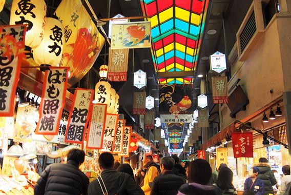 年の瀬の京都「京極スタンド」で味わう昭和レトロ