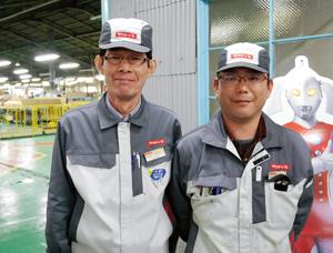 流レールシンクの量産体制を作り上げた湯本工場の坂本雅由・工場長(左)と新妻澄寿・第一製造課課長
