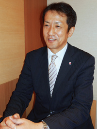 「これからも業界初にこだわってものづくりを推進していきたい」と語る開発本部長の松尾昭則・執行役員