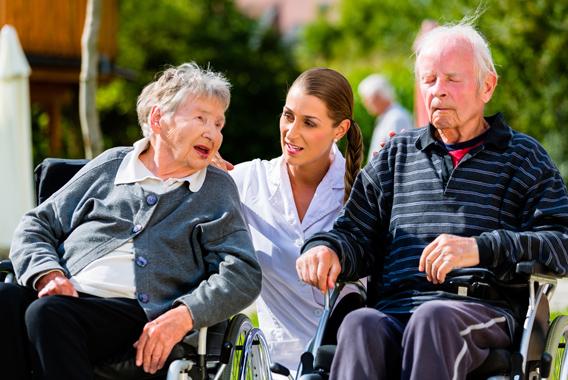 保育士、介護士にのしかかる安心・安全の重い課題