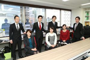 伊藤社長のアイデアを生かしビジネスを成功させるためには、現地での細かい気遣いが必要。「運営力」を鍛えた社員たちが伊藤社長を支える