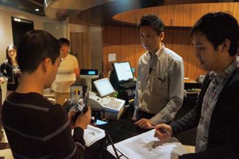 Tポイント加盟店向けの専用タブレット開発に生かしたときは「渋谷ダイニングぷん楽」の協力を仰ぎ、フィールドテストを実施。顧客の動きをビデオで撮影して検証した