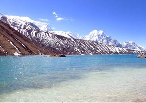 空と湖の青が交わるポンカールタル。最奧部での感動が忘れられません