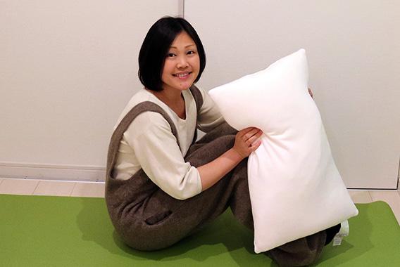 クッションや枕を使っておなか引き締めエクササイズ