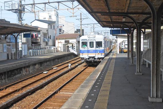 郷愁漂う昭和の風景、西成区の西天下茶屋駅かいわい