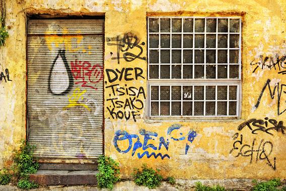 落書きやゴミの不法投棄。軽犯罪に店舗が悩む