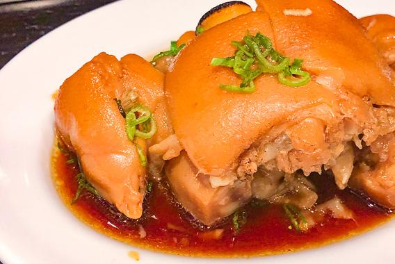 煮込みに一票!福岡で出合ったフワッとほぐれる豚足