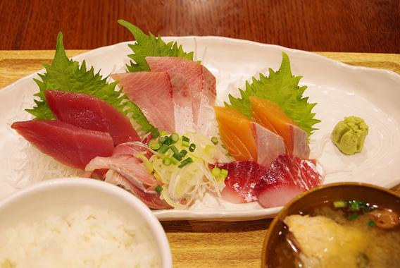 魚がウマい!霊岸島で見つけた「魚豊」鮮魚定食