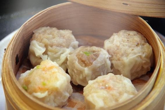 興味津々、横浜名物「シウマイ」の食べ比べランチ