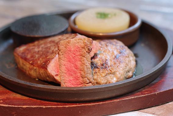 肉屋食堂の最強コンボ「ステーキ&ハンバーグ」