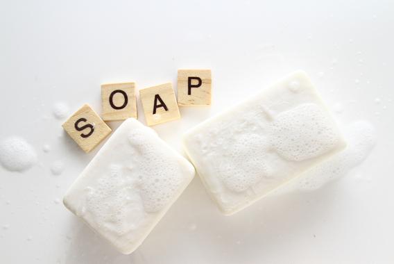 ブランド価値を保ち続ける「牛乳石鹸」の赤と青