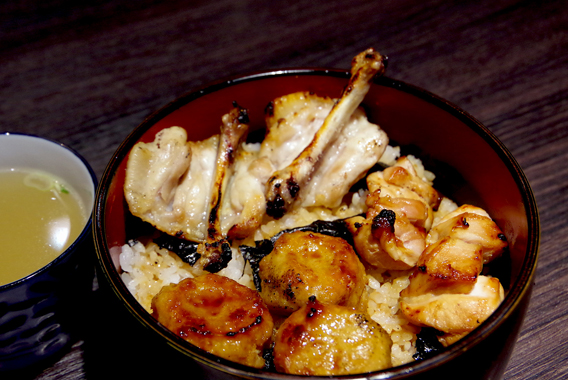 持ち帰り飯に、京橋・老舗鳥料理店の「三本丼」