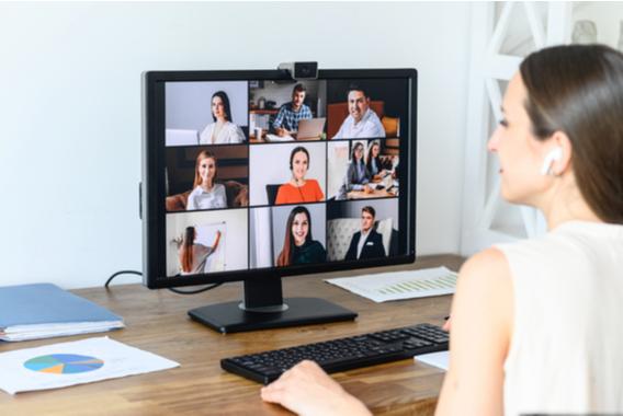 Web会議付きパソコンをレンタルする選択