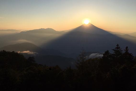 霊山から望むダイヤモンド富士