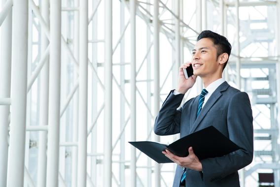 会社の電話を携帯に転送する方法とメリットを解説