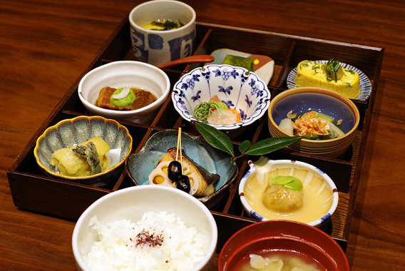 お花見風情で赤坂へ、転石亭の「春の味」