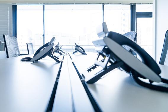 オフィスを移転する際の電話回線の費用と注意点
